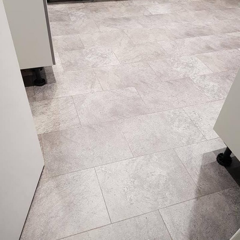 https://www.jmflooring-swindon.co.uk/wp-content/uploads/2021/02/luxury_vinyl_home_image-1-800x800.jpg
